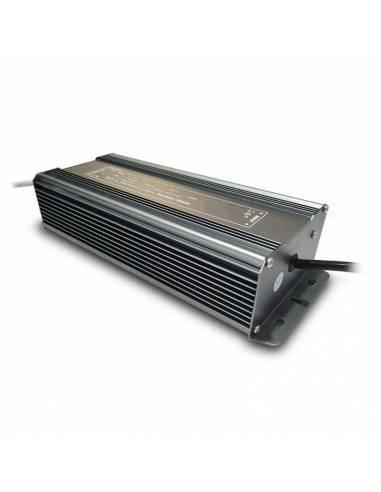 Transformador para tira LED de 24V. Driver con protección IP67 y 150W.